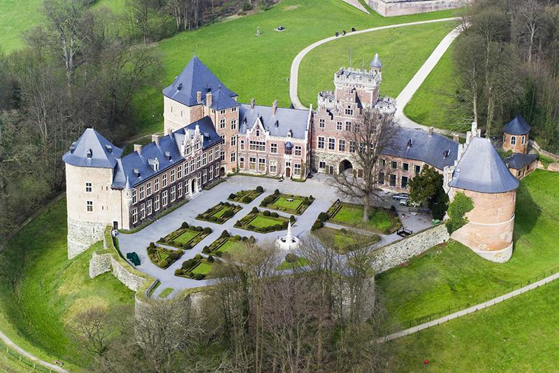 замок за границей цены Эмилии Эмиля