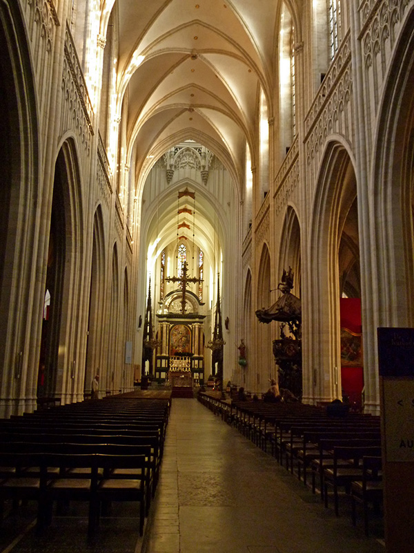 Cathedral of the Virgin Mary inside :: A